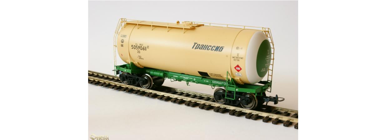 Onega 4-axle tank wagon for gasoline, model 15-1447-0002, HO
