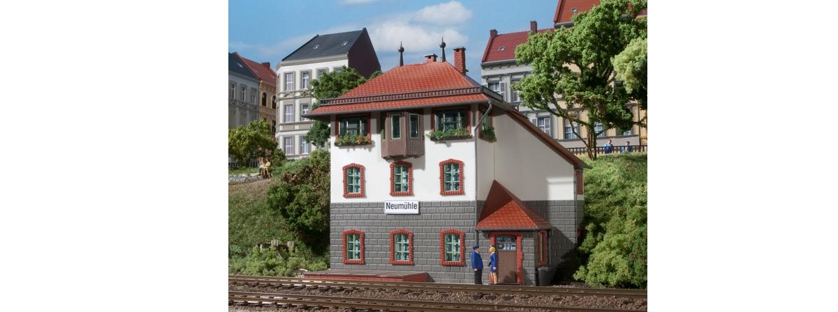 Auhagen 11373 Stellwerk Neumühle / Neumühle signal box, HO